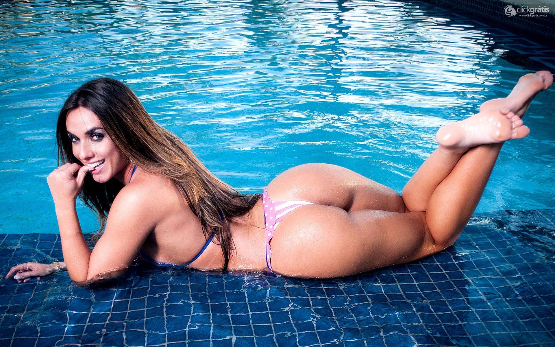 Фото голых девочек а бассейне 3 фотография