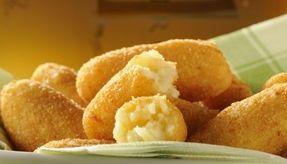 Aprenda a fazer um delicioso bolinho de batata com recheio de catupiry