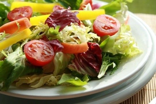 Dicas para escolher bem os vegetais para as saladas de verão