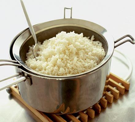 """Dicas de como fazer arroz soltinho sem usar a famosa """"Panela de Arroz"""""""