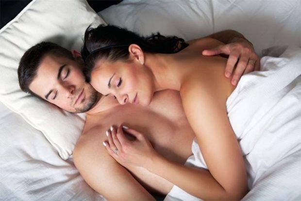Resultado de imagem para dormir nu casal
