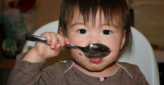 incentive-bebe-comer-sozinho