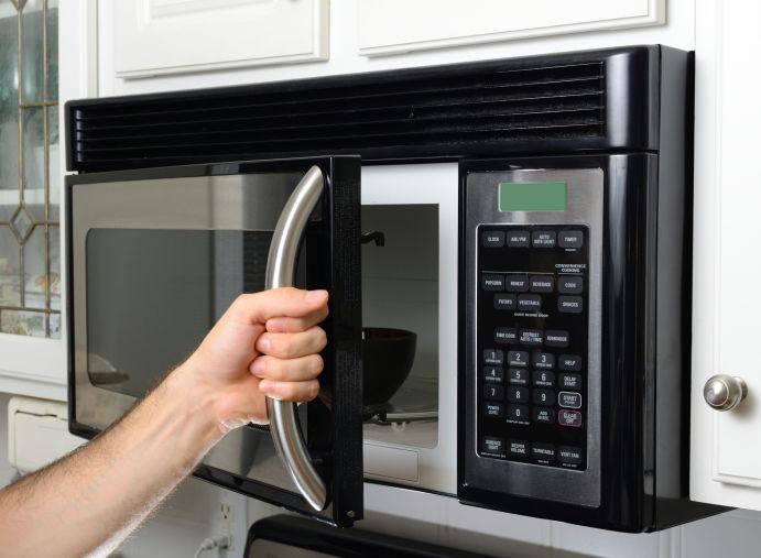 Lista mostra coisas que você jamais deveria colocar no microondas
