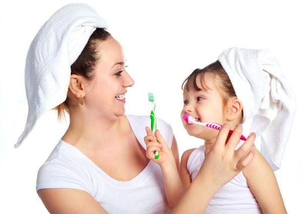 Como incentivar a criança a escovar os dentes