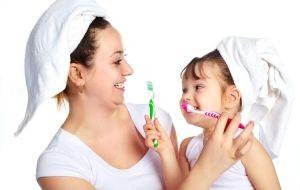 Dicas simples e práticas pra você incentivar seu filho a escovar os dentes