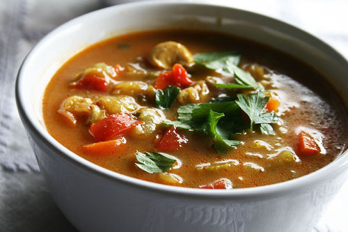 Sopão misto: aprenda juntar alimentos que você tem em casa pra preparar sopas saborosas