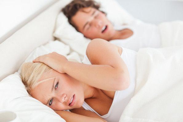 Informações que podem ajudar quem deseja parar de roncar