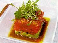 Receita Tartar de Atum com Abacate, Crisp de Cebola Roxa ao Molho Wasabi