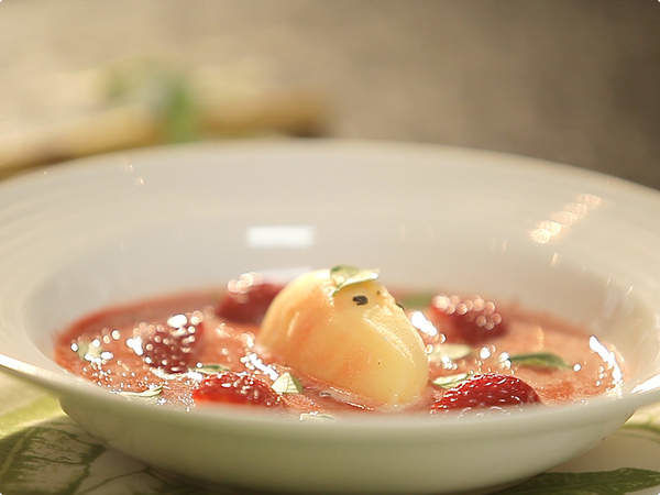 Receita Sopa Espumante de Morango com Sorvete de Tangerina