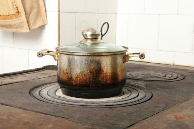 Aprenda limpar panela queimada com 6 dicas simples e práticas