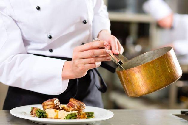 5 dicas de chefs que ajudam a facilitar o trabalho na cozinha