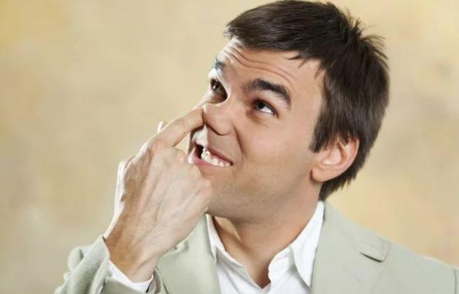 20 coisas nojentas que quase todo homem faz escondido