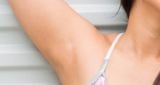 Desodorantes antitranspirantes fazem mal à saúde?