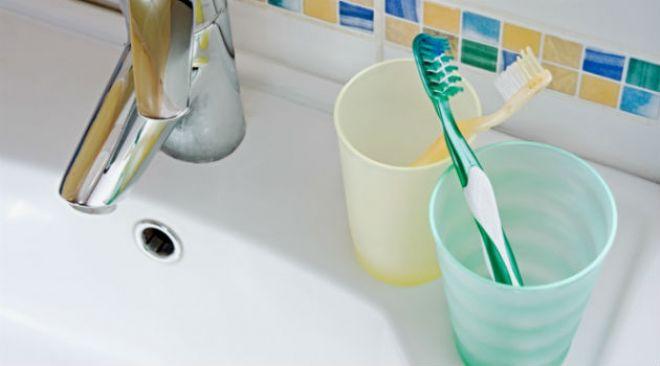 7 erros que você provavelmente comete ao guardar a escova dental