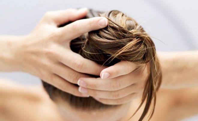 Coisas que podem aumentar a oleosidade do seu cabelo e você não sabia