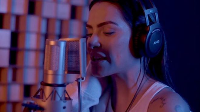 Cléo Pires inicia sua carreira como cantora