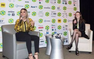 Anitta é aplaudida de pé após dar palestra em Harvard