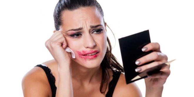 Entenda os motivos da maquiagem durar menos no seu rosto