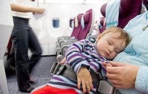 Dicas para viajar com bebê de avião