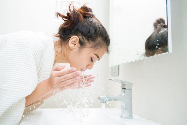 Transpiração e oleosidades: 5 dicas para mulheres evitarem o problema no verão