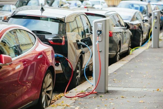 O que levar em consideração na hora de comprar um carro elétrico?