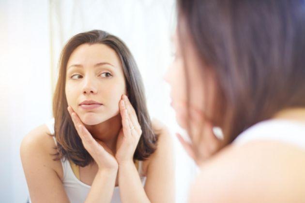 4 dicas de especialistas para manter a beleza da pele sem exageros