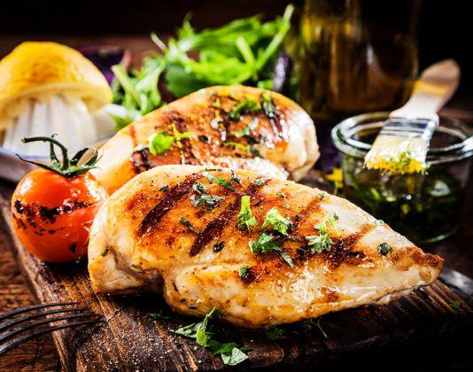 Deixe o seu frango grelhado mais saboroso com essas dicas de tempero