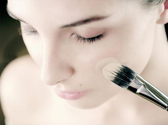 Como fazer maquiagem em pele sensível