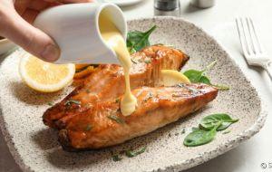 Aprenda a fazer molhos incríveis para comer com salmão