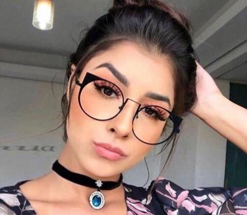 Confira alguns penteados que combinam perfeitamente com óculos