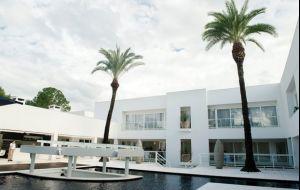 Conheça 5 casas luxuosas de famosos brasileiros