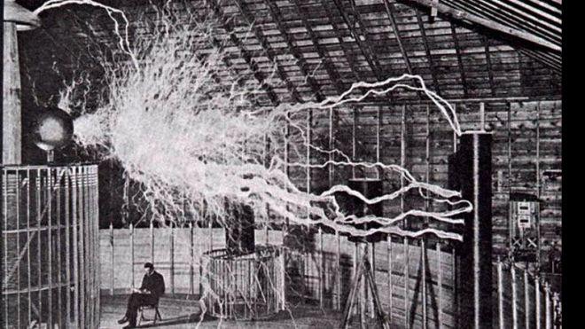 Conheça a teoria que explica a origem da eletricidade na Terra