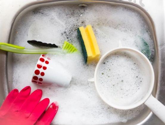 4 coisas para tornar a tarefa de lavar a louça menos pesada