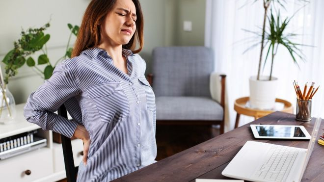 Dores nas costas: como evitar o problema durante o home office