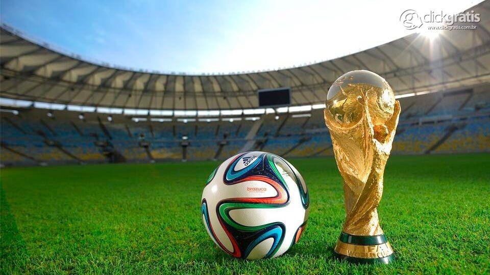 A Bola e a Taça da Copa do Mundo 2014