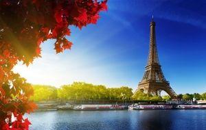 A Torre Eiffel, cartão-postal de Paris