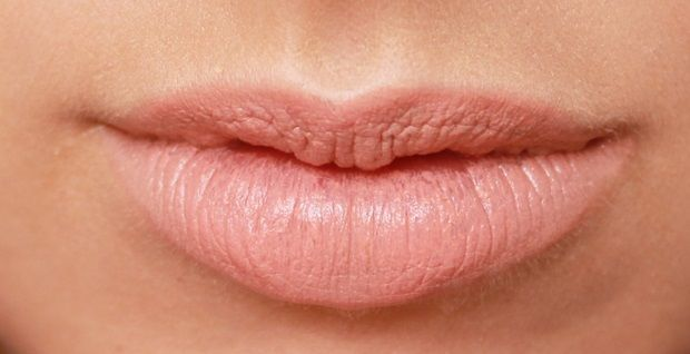 batom-palido-cor-natural-labios