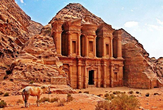 Resultado de imagem para imagens de petra jordania