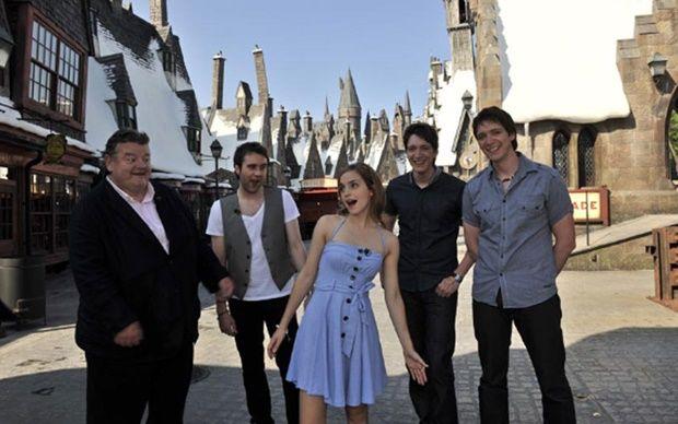 personagens-harry-potter-aparecem-no-hogwarts-express-orlando