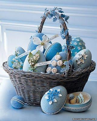 Cesta decorativa de ovos de Páscoa