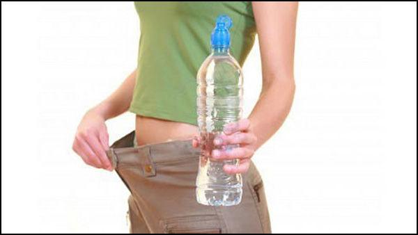Beber água emagrece? Consumo em excesso faz mal?