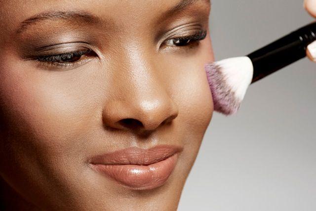 Maquiagem para pele negra: blush
