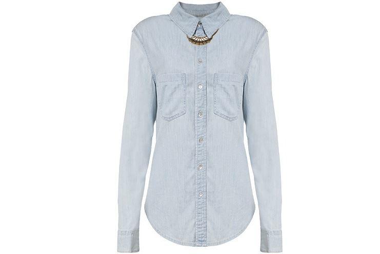 Camisa com botões fechados
