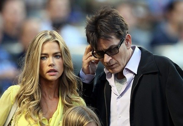 Charlie Sheen e Denise Richards