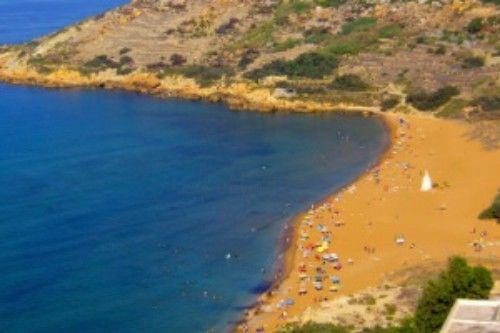 Praia laranja de Ramla Bay (Malta)