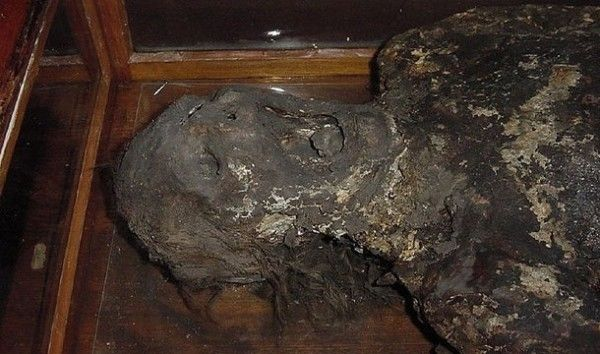 O Corpo de uma mulher misturado com sabão