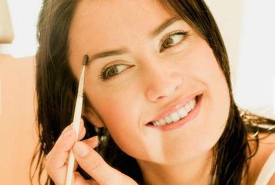 Dicas para consertar as sobrancelha - Tinta