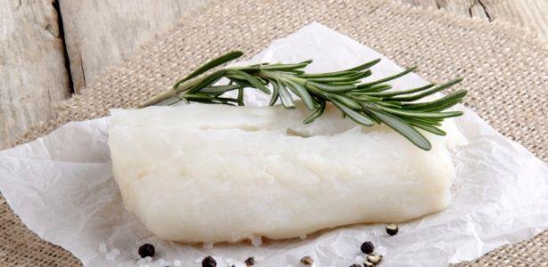 É mais rápido dessalgar o bacalhau no leite?