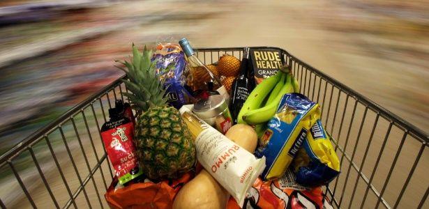 Dicas práticas pra você gastar menos no supermercado