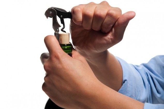 No improviso: 5 maneiras diferentes de abrir uma garrafa de vinho